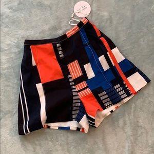 Cream/Multi Shorts w Tapered Waist.
